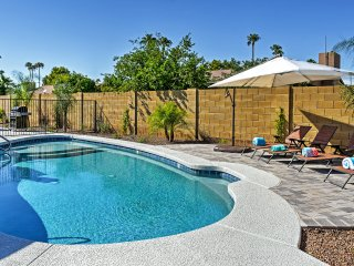 Modern, 3BR Pool, Putting Green 'Turquoise House South' Close to Kierland