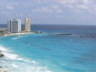 ULTRA LUXURY BEACHFRONT HIGHRISE CORNER UNIT. SALE, Cancún