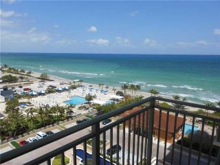 Amazing 2bed/2bath right on the beach, Hallandale Beach