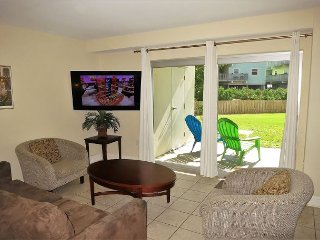 Ground flr 2 bdr Regency Towers, great for families w/children - intro rates!, Pensacola Beach