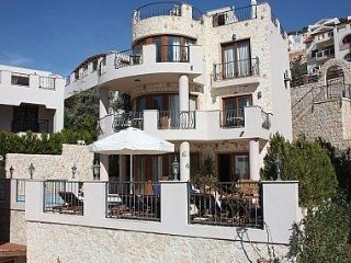 Villa - 4 Bedrooms, 5 Bathrooms, Sleeps 8