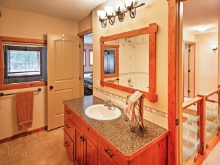 NEW! 'North of Center' 3BR Castle Mountain Ski Resort Condo!, Pincher Creek