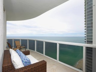 Luxury Oceanview 3 Bedrooms + 3 Bathrooms -The Gabrielle, North Miami Beach