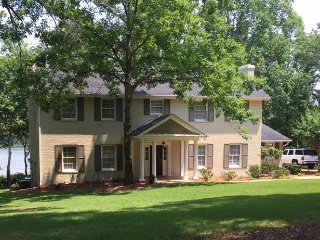 Stylish Renovated 4BR Lakefront home with Big View, Greensboro