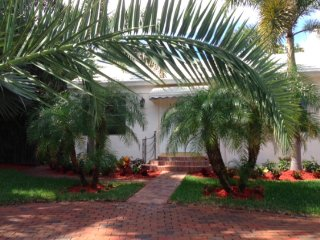 Lovely Bermuda style home with pool, West Palm Beach