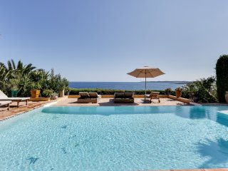 Beautiful Villa with Oriental Flair Overlooking the Sea, Sainte-Maxime