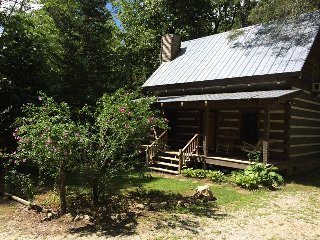 Creekside  Log Cabin Rental: Chinkapin Gap Cabin, Dillard