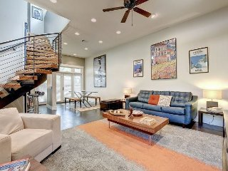 Bright & Modern East Austin Home – Walk Everywhere!