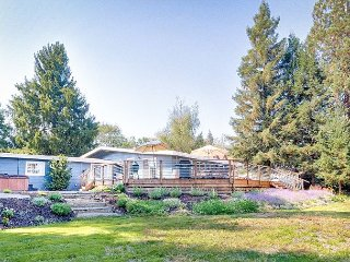 Comfy Sonoma Wine Country Home w/ Hot Tub, Santa Rosa