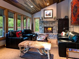 3BR, 3BA Park City Condo with Shared Pool & Hot Tub - Minutes to Skiing