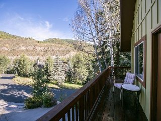 2BR, 2BA Vail Mountain Condo with Hot Tub - 10 Mins. from Vail Ski Resort