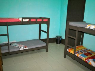 Rooms for Groups, 8 Street Guesthouse, Hostel