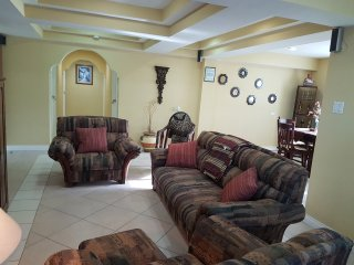 Furnished 3 Bed 1.5 Bath Downtown Belize City, Cidade de Belize