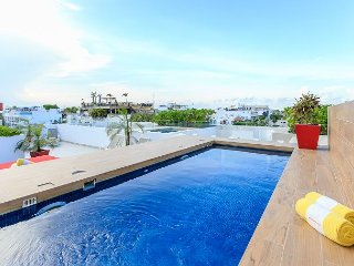 Incredible Location on 5th Avenue in Playa + Close Beach + up to 6 people