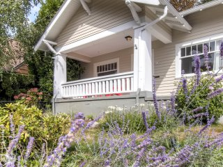 1920's Eclectic REMODELED Craftsman Portland Home:  Steps to Restaurants & Fun!