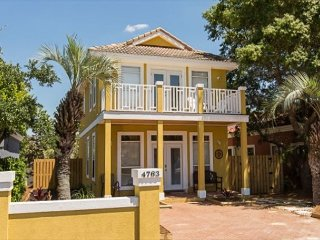Spacious Caribbean Style Destin Beach Home with Private Pool & Golf Cart!
