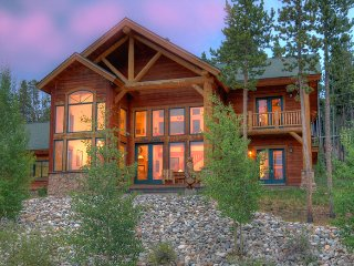 Enjoy Picturesque View and Being Close to Town and Slopes-Private Hot Tub