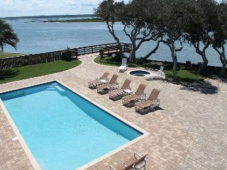 Full Sail, Large Luxury Waterfront Home, Pool, Hot Tub, Kayaks, Game Room, Santo Agostinho