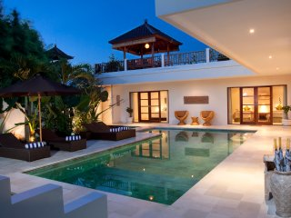 Puri Temple Luxury 3 Bedroom Villa, Pool Table-Canggu