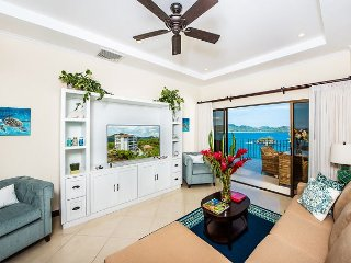 Corona del Mar - A High-End, 2-Bedroom Condo with Amazing Ocean Views, Nicoya