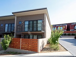 Khione 8 - Modern Jindabyne Townhouse