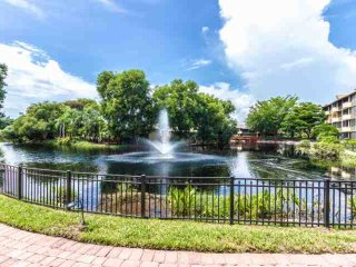 Park Shore Resort, 2BR/2BA, 1st Flr., End Unit, Bldg.H w/Amazing Water Views!, Nápoles