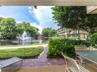 Park Shore Resort, 1st Flr., End Unit- West of Hwy 41- 1.25 miles to Beach! Grea