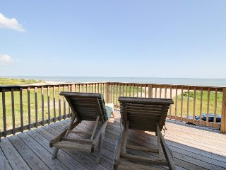 SeaQuell -Dog-friendly beach home w/ocean views, & exceptional comforts!, Crystal Beach