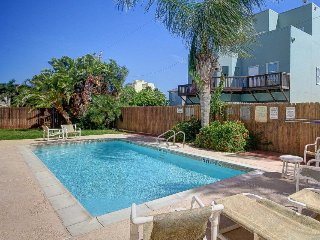 Adorable home w/ pool, private patio, 1/2 block to beach, Port Isabel