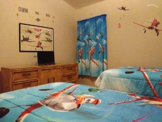 5 Bedroom Pool Home in Gated Solana Resort. 148HA, Davenport