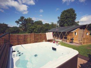 43122 Log Cabin in Abergavenny, Rowlestone
