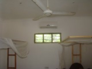 NUNGWI TABASAM BEACH 4 PEOPLE AIR COND ROOM&FOOD, Nungwi