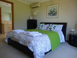 Sea Views at Hallett Cove - 2BR Sleeps 5 or 6