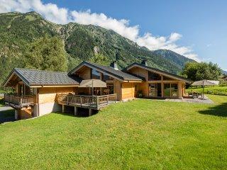 chalet Le Trappeur, face au Mont Blanc, au centre de la vallée de Chamonix