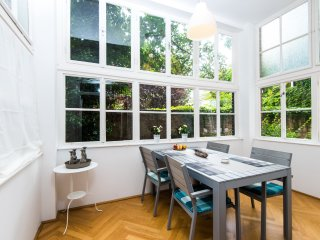 Luxory home, glass balcony, close to center, Wien