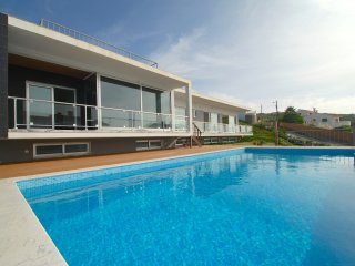 """Majestic"" - Sea View Villa by Rental Retreats, Foz Arelho"