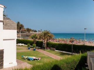 Beachfront Apartment Las Burras FA03 with Seaviews