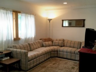 Country Convenient - cozy 2bd apartment in Windham