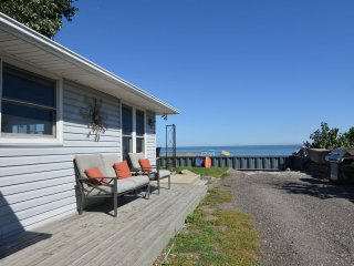 CooJax Cool Beach House On Lake Erie, Leamington