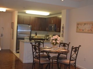 Luxury Apt , 3 min to Path Station-16QE, Jersey City