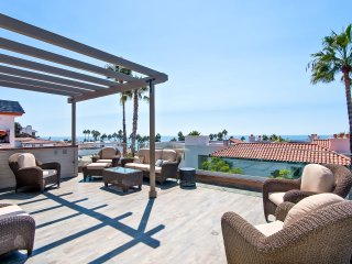 Luxury, Ocean view 3 bedroom beach condo just steps to the beach and pier!, San Clemente