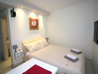 Studio Apartment in Tisno  TP163A1