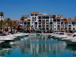 3 Bedroom Front line beach apartment, Puerto de la Duquesa