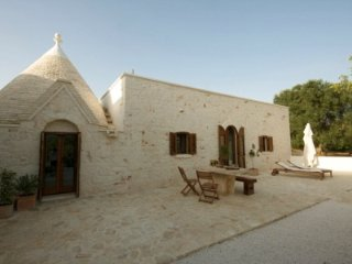 'Rustic Puglia' luxury Trullo & large pool