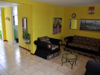 Tastefully Furnished Townhouse, Kingston