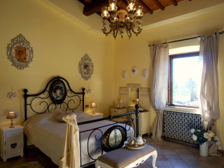 Casa Bella Vista - historic apartment in Medieval village + garden near Pisa
