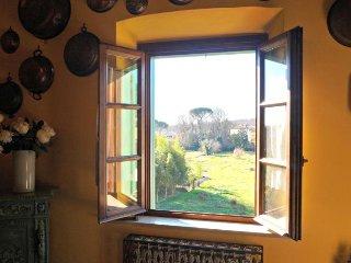 Casa Bella Vista - historic apartment in Medieval village + garden near Pisa