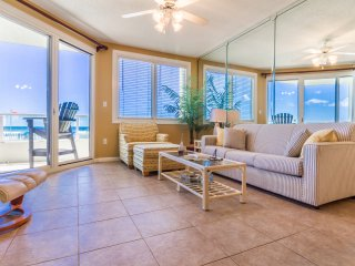Gorgeous 2BD/2BA Condo with Stunning Water Views!
