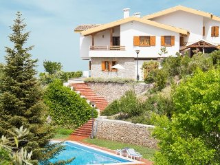 Beautiful villa to enjoy with family and friends, Viznar
