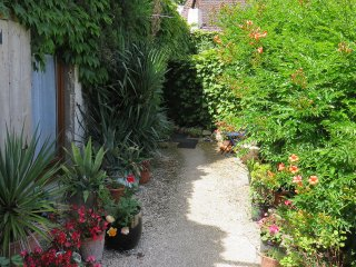 "Rochebonne: ""Le Logis"" sleeps 8-10, 4 bedrooms + mezzanine, Saint-Just-Luzac"